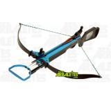 Une arbalète Excalibur standard (recurve) bleue à crosse ergonomique ambidextre, d'une puissance de 40 livres. La Apex Light est munie d'un étrier d'armement au pied, une détente sensible et un cran de sureté de corde automatique