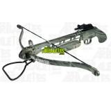 Un pistolet arbalète Arbaletes.com (recurve) à crosse synthétique couleur camouflage, d'une puissance de 150 livres. Le Pise est muni d'un étrier d'armement au pied, une détente sensible et un cran de sureté de corde automatique