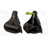 Housse souple noir de la marque Carbon Express, adaptée au rangement et au transport d'une arbalète équipée d'une lunette