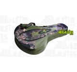 Housse souple vert et camouflage, adaptée au rangement et au transport d'une arbalète équipée d'une lunette
